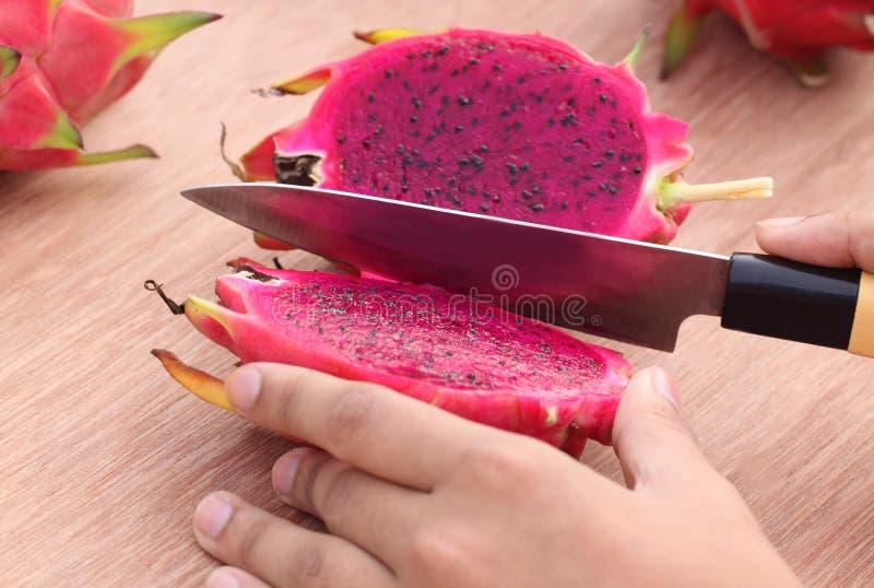 Tnąca smok owoc zdjęcie stock