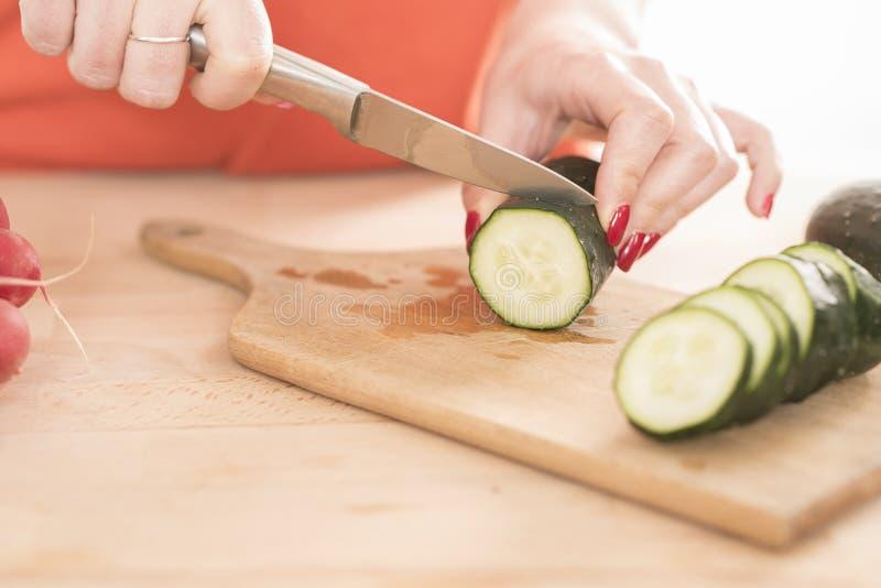 Tnący warzywo, zamyka up fotografia stock