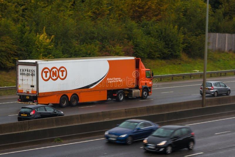 TNT-vrachtwagen in motie royalty-vrije stock foto's