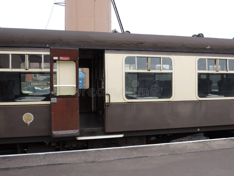 To jest ten sam pociąg od drobny dystansowy oddalonego zły ale zdjęcie royalty free