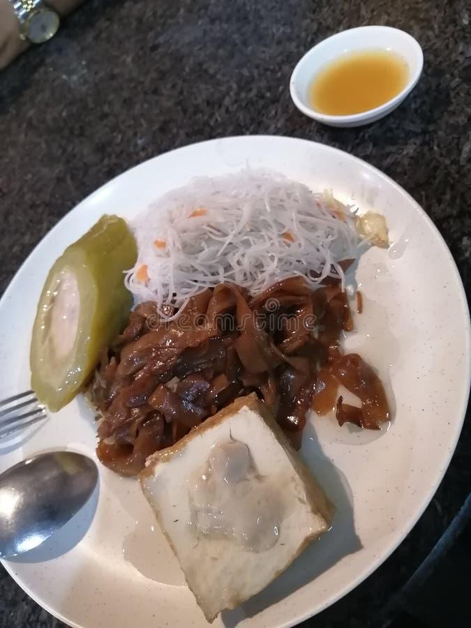 To są proste posiłki, które są kluskami ekonomicznymi, taufu i peria fotografia royalty free