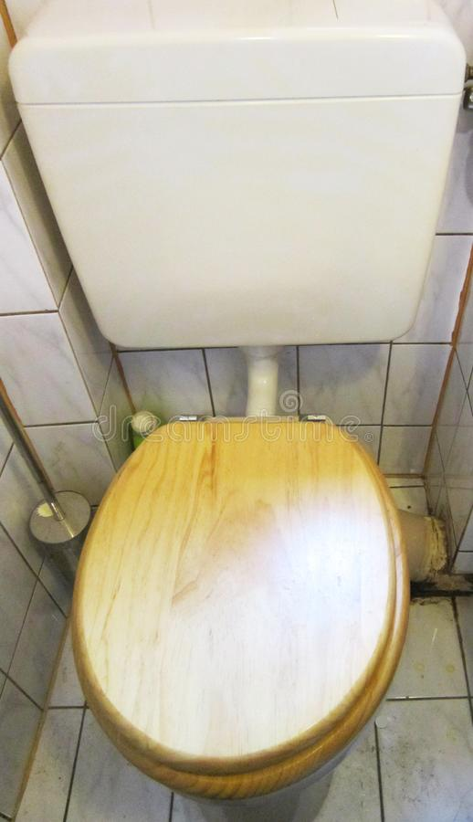 Toaleta w Toaletowym pokoju obrazy stock