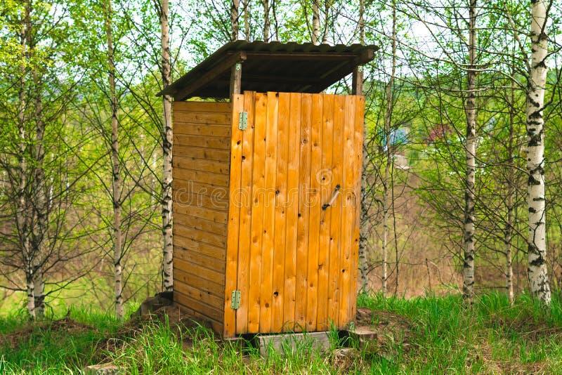 Toaleta w wiosce obrazy stock
