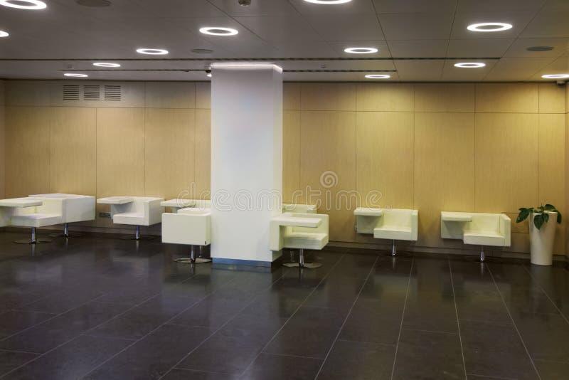 Download Toaleta z stołami obraz stock. Obraz złożonej z dekoracje - 28968913