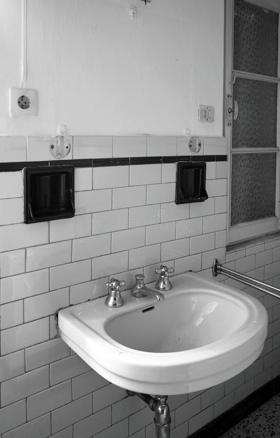 Toalete do dissipador em público imagens de stock royalty free