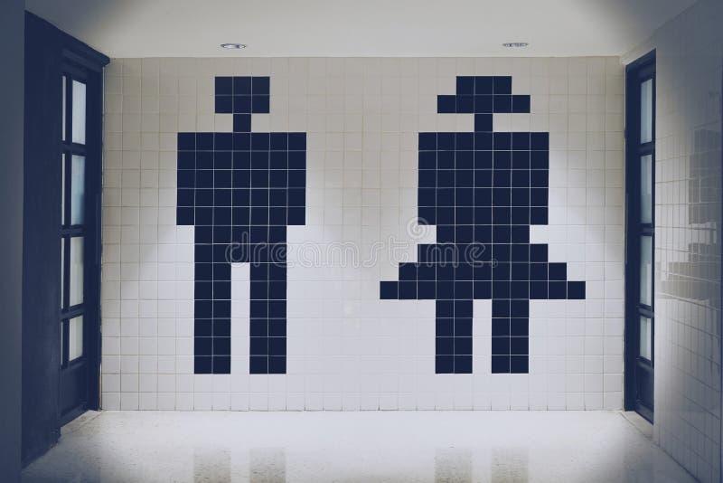 Toalete do sinal do ícone do homem e da mulher foto de stock royalty free