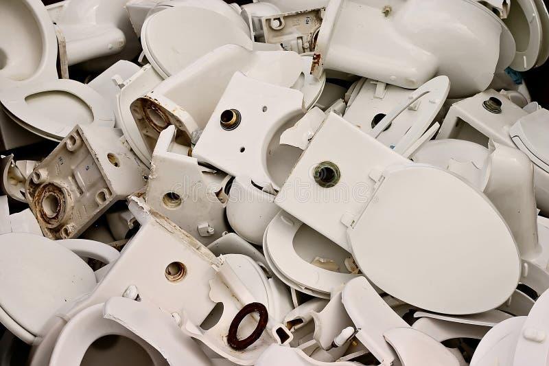 Toaletes quebrados imagens de stock
