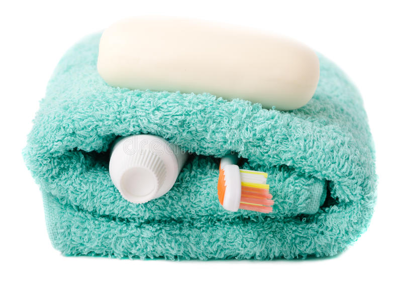 Toalettartiklar (tandborste, tvål, handduk) royaltyfria foton