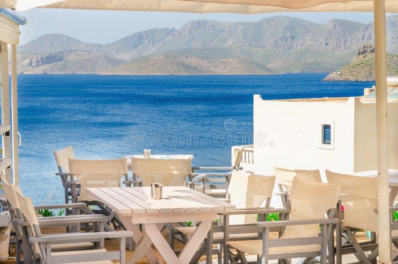 Toalha de mesa azul do restaurante grego icônico, Grécia fotos de stock royalty free