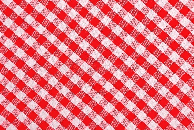 Toalha de mesa quadriculado vermelha e branca fotografia de stock royalty free