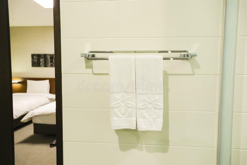 Toalha no banheiro fotografia de stock
