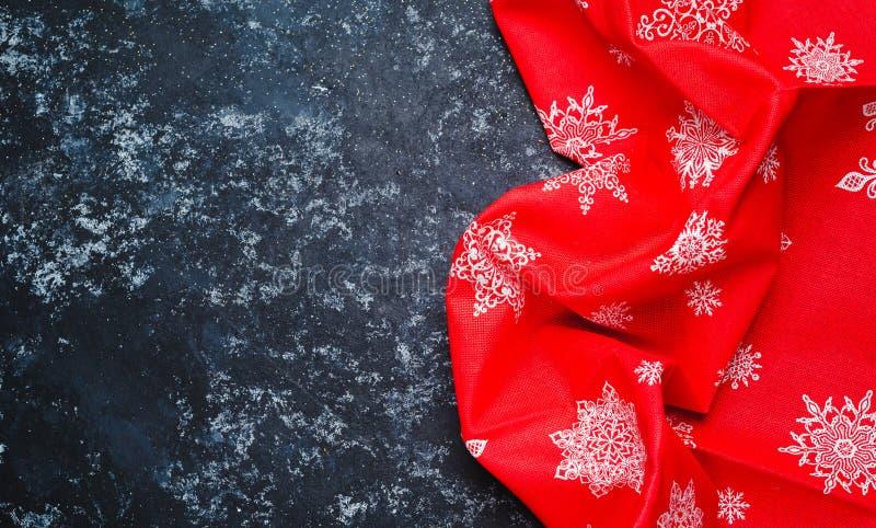 Toalha ou guardanapo festivo de cozinha do Natal sobre a tabela, espa?o da c?pia, vista superior, configura??o lisa imagens de stock