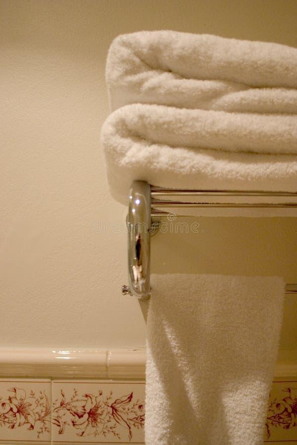 Toalhas do banheiro imagens de stock royalty free