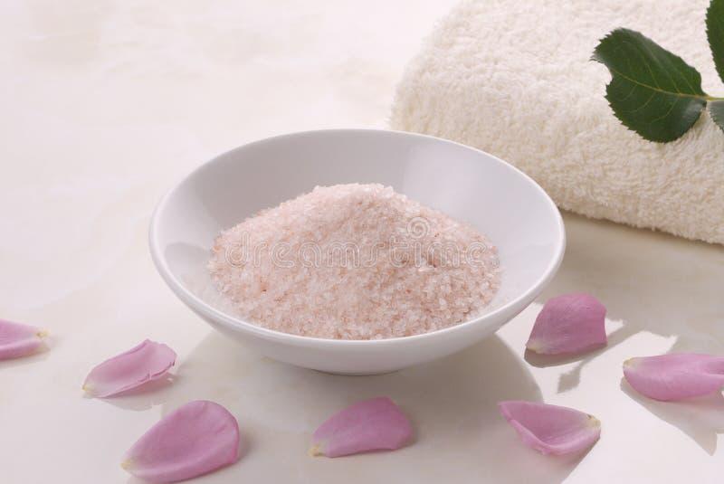 Download Toalhas e sal cor-de-rosa foto de stock. Imagem de toalha - 10058468