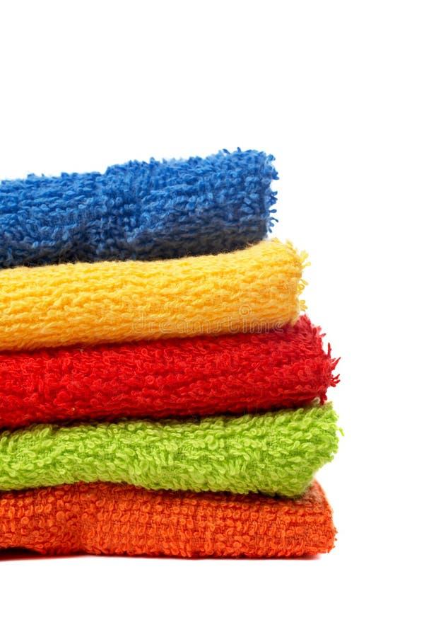 Toalhas Multicolour empilhadas fotografia de stock