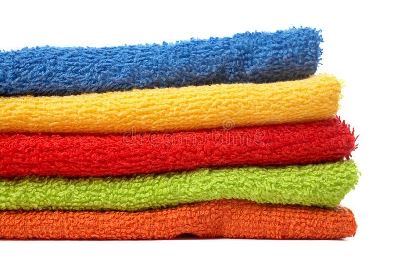 Toalhas Multicolour empilhadas fotos de stock