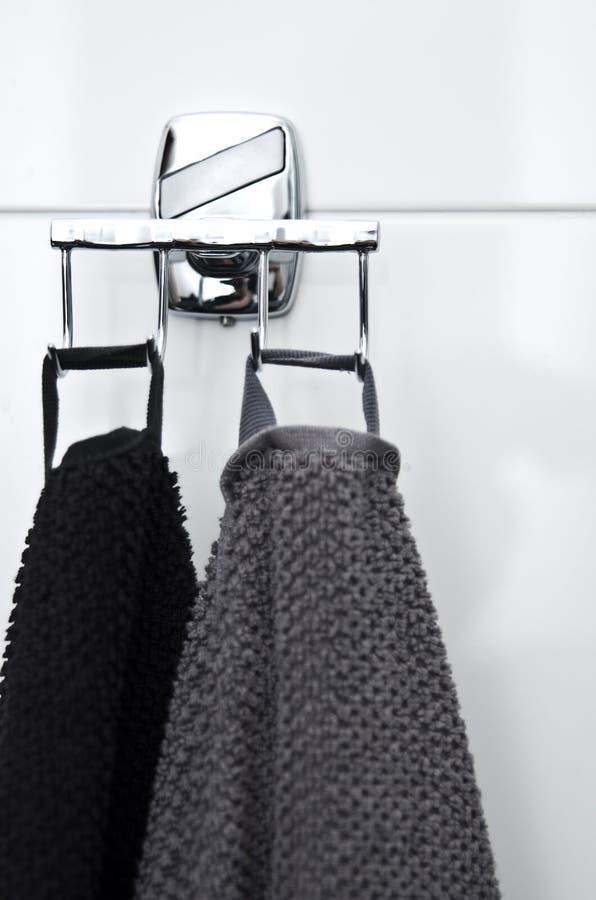 Toalhas no banheiro fotografia de stock royalty free