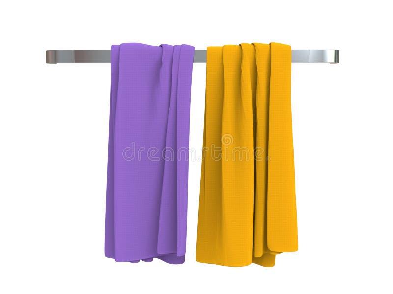 Toalhas roxas e amarelas em um gancho de toalha imagens de stock royalty free