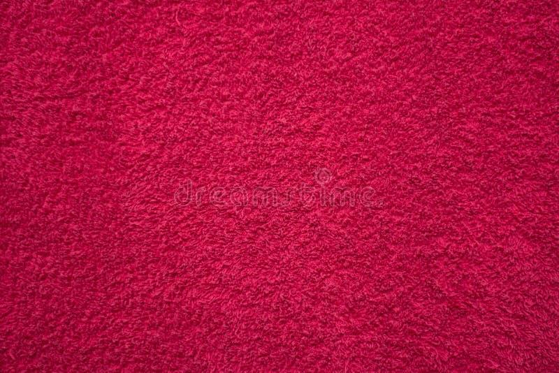 Toalla mullida roja brillante foto de archivo libre de regalías
