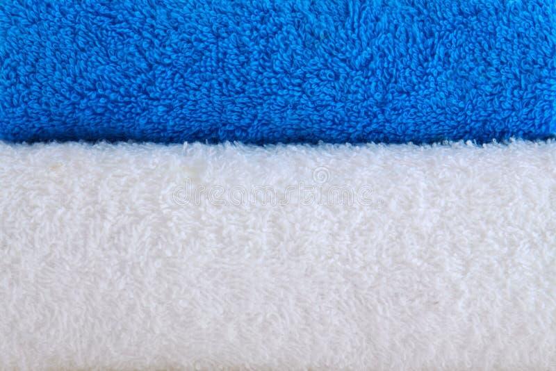 Toallas azules y blancas. foto de archivo