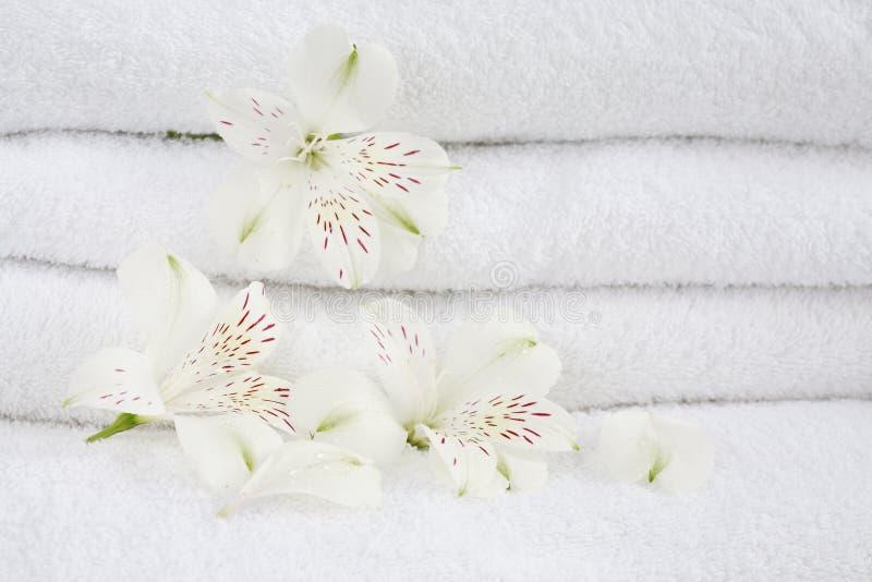 Toallas blancas fotografía de archivo libre de regalías