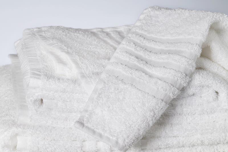 Toallas blancas del algodón imágenes de archivo libres de regalías