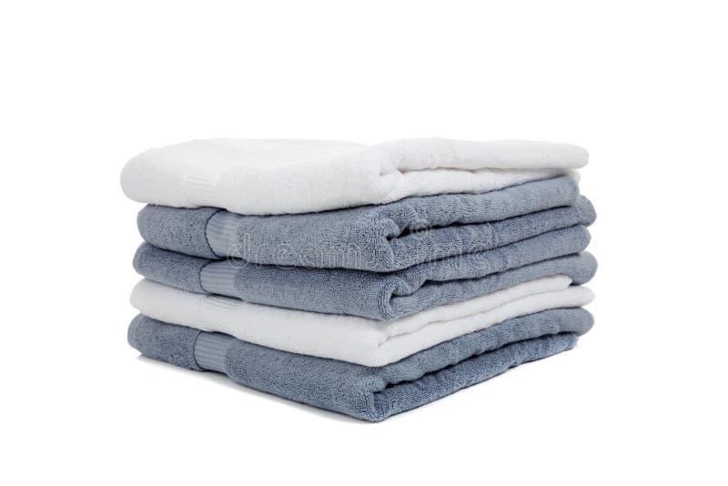 Toallas blancas y azules claras o grises en blanco fotos de archivo libres de regalías