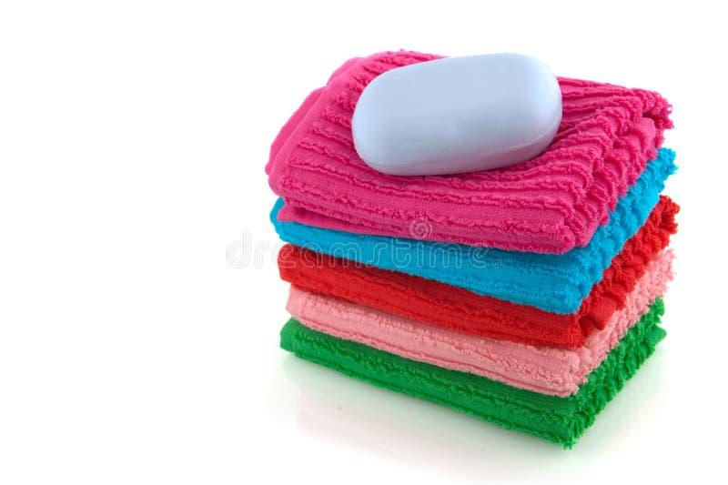 Toallas coloridas con el jabón foto de archivo libre de regalías