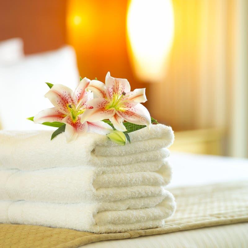 Toallas del hotel imagen de archivo libre de regalías