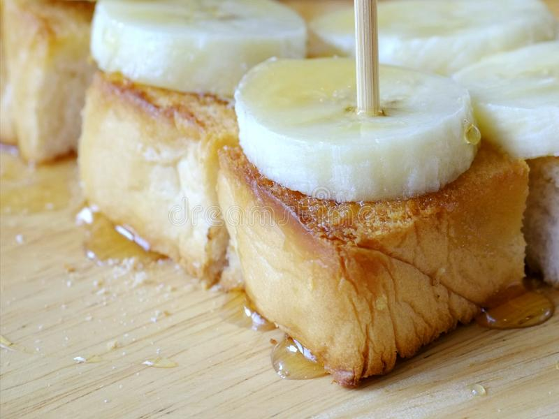 Toasr en banaan in de ochtend stock foto