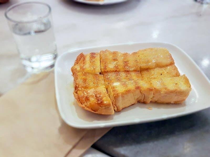 Download Toast Mit Butter Und Zucker Stockbild - Bild von kondensiert, tabelle: 96929575