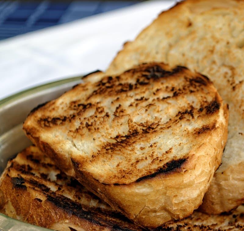 Download Toasted A Coupé En Tranches Le Pain Blanc Dans La Cuvette En Métal Photo stock - Image du craquement, chaud: 45359976