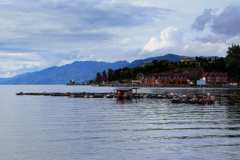 Toba sjö i norr SUmatera indonesia royaltyfri bild