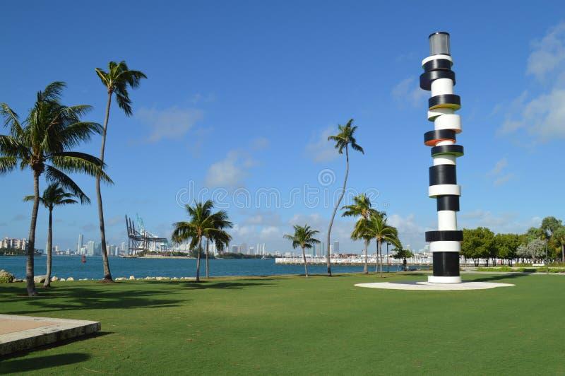 Tobias Rehberger Obstinate Lighthouse Sculpture, parque del sur del punto, Miami Beach foto de archivo libre de regalías