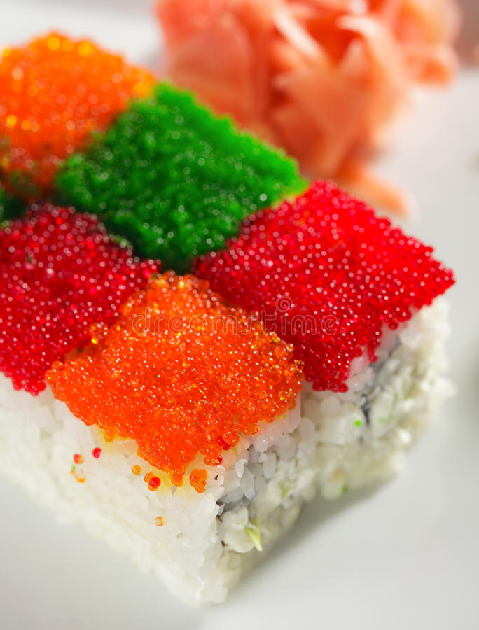 Free Tobiko Rainbow Roll Royalty Free Stock Images - 11651399