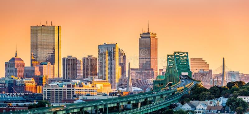 Tobin przerzuca most, Zakim most i Boston linia horyzontu, zdjęcia royalty free