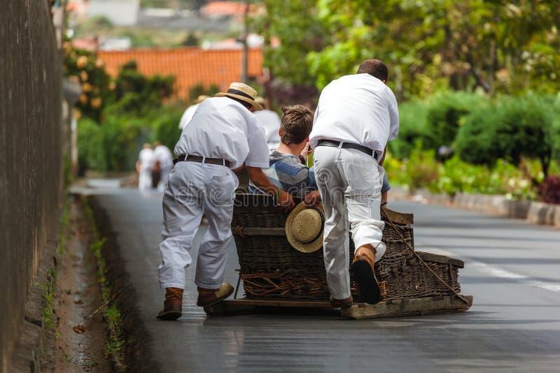 Toboggan ruiters op slee in Monte - Funchal Madera Portugal royalty-vrije stock fotografie