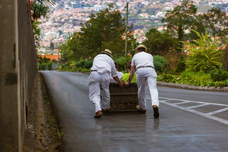 Toboggan ruiters op slee in Monte - Funchal Madera Portugal royalty-vrije stock foto's