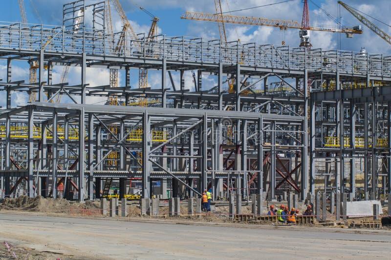 Tobolsk, Russland - 16. Juli 2017: das Firma-` SIBUR ` Umfangreicher Bau des chemischen Komplexes des Gases lizenzfreie stockfotos