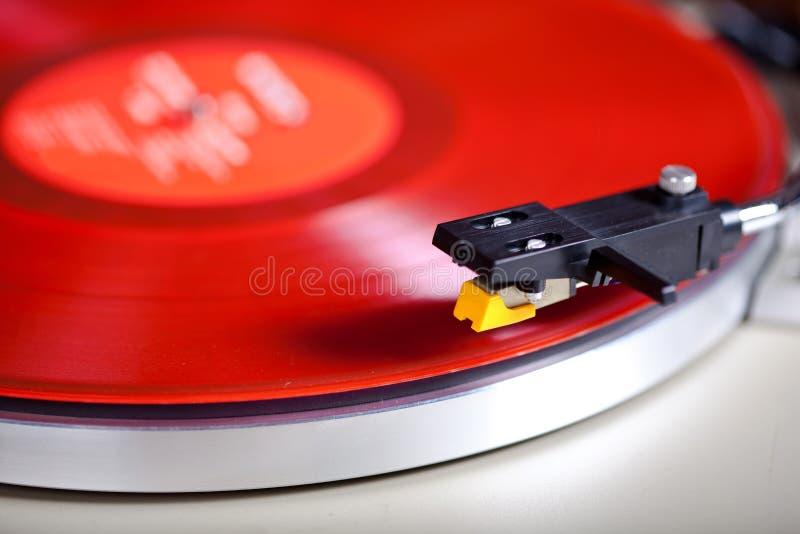 Tocadiscos rojo Headshell Cartri del vinilo estéreo análogo de la placa giratoria foto de archivo libre de regalías