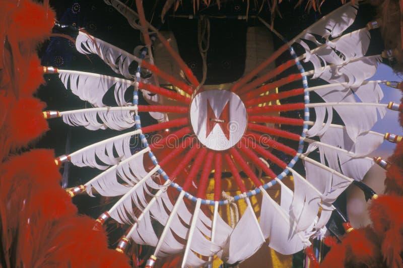 Tocado para la danza de maíz ceremonial, Santa Clara Pueblo, nanómetro del nativo americano fotografía de archivo