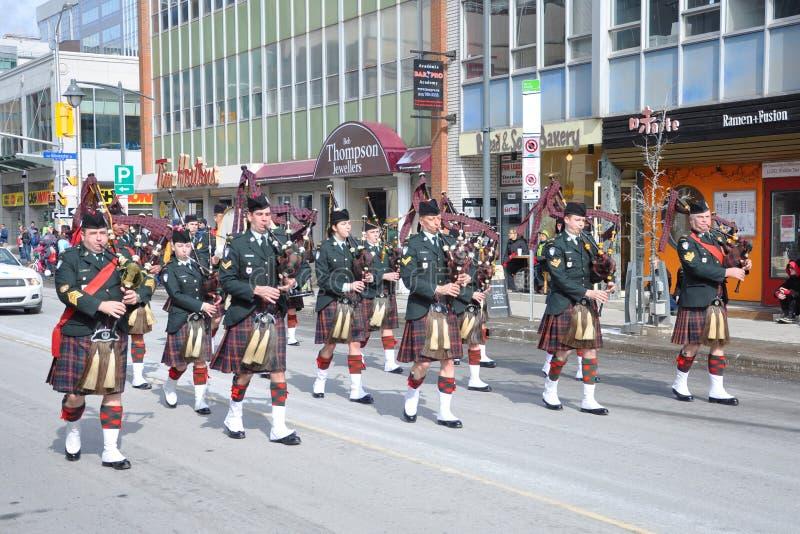 Tocadores de gaita-de-foles militares na parada do dia de Patrick de Saint foto de stock