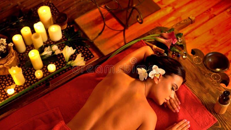 Tocco e massaggio come terapia fotografia stock