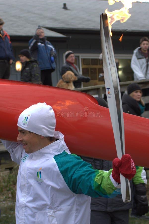 Tocha 2010 olímpica funcionada - Adam camionete Koeverden fotos de stock royalty free