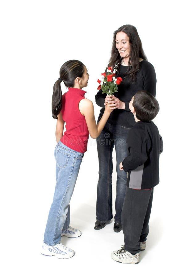 Tochter und Sohn am Tag des Mutter stockfotografie