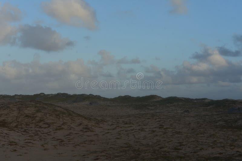 Toczne diuny Blisko latarni morskiej w Noord Aruba obrazy royalty free