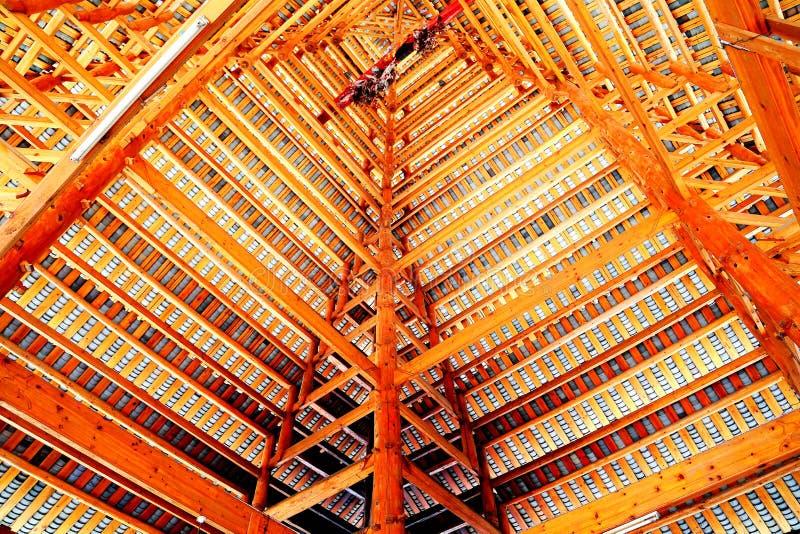 Toda a construção de madeira, as construções originais da nacionalidade do dong imagens de stock