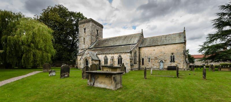 Toda a igreja de Saint - igreja - Hovingham - igreja inglesa - Yorkshir norte fotos de stock royalty free
