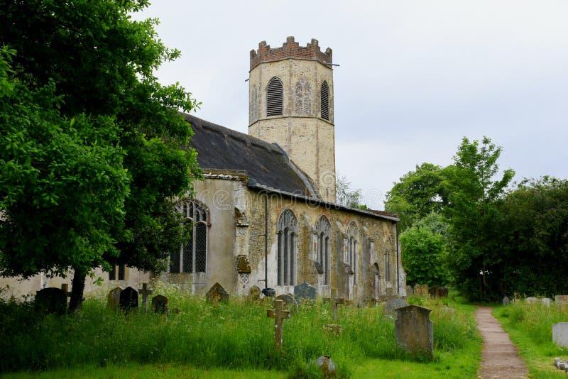 Toda la iglesia de los santos, Buckenham viejo, Norfolk, Inglaterra imágenes de archivo libres de regalías