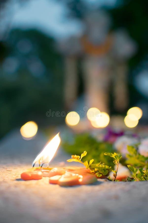 ` Toda a relembrança do ` do dia de almas no cemitério velho foto de stock